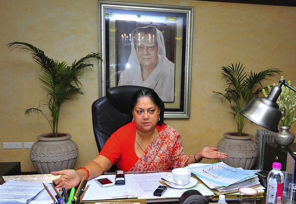 किसानों का क़र्ज़ माफ़ करने के लिए राजस्थान सरकार ख़ुद क़र्ज़ मांग रही है