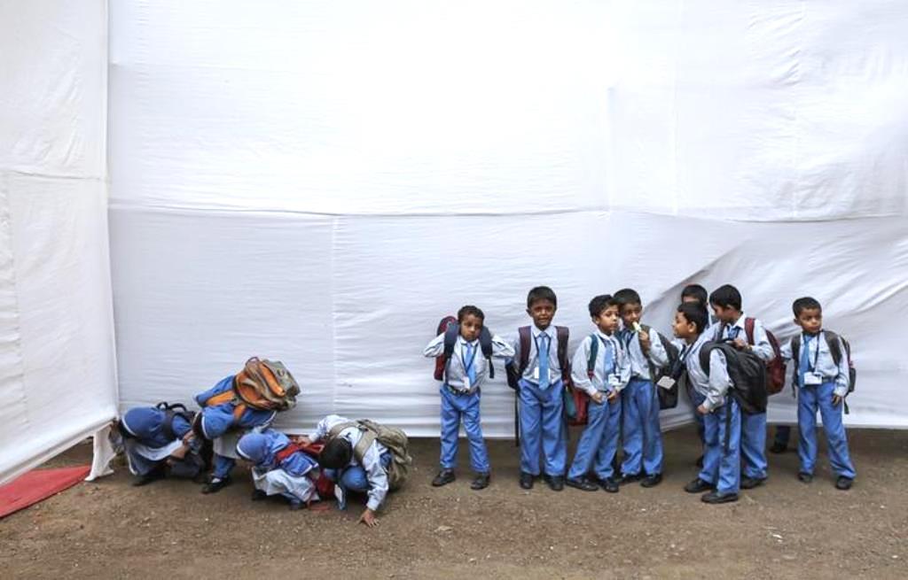 पढ़ाई छोड़ने वालों में दलित और मुस्लिम बच्चों की संख्या सबसे ज़्यादा: सरकार