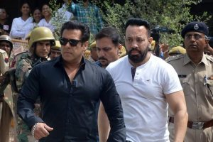 Jodhpur: Bollywood actor Salman Khan arrives at the court for a hearing in allegations on Black Buck hunting case, in Jodhpur on Thursday. PTI Photo (PTI4_5_2018_000048B)