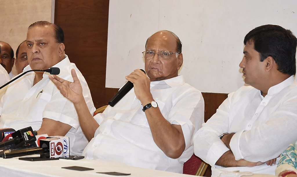 Kolhapur: NCP President Sharad Pawar addresses a press conference in Kolhapur, Maharashtra on Monday. The party leaders Hasan Mushrif and MP Dhananjay Mahadik are also seen. PTI Photo (PTI4_23_2018_000138B)