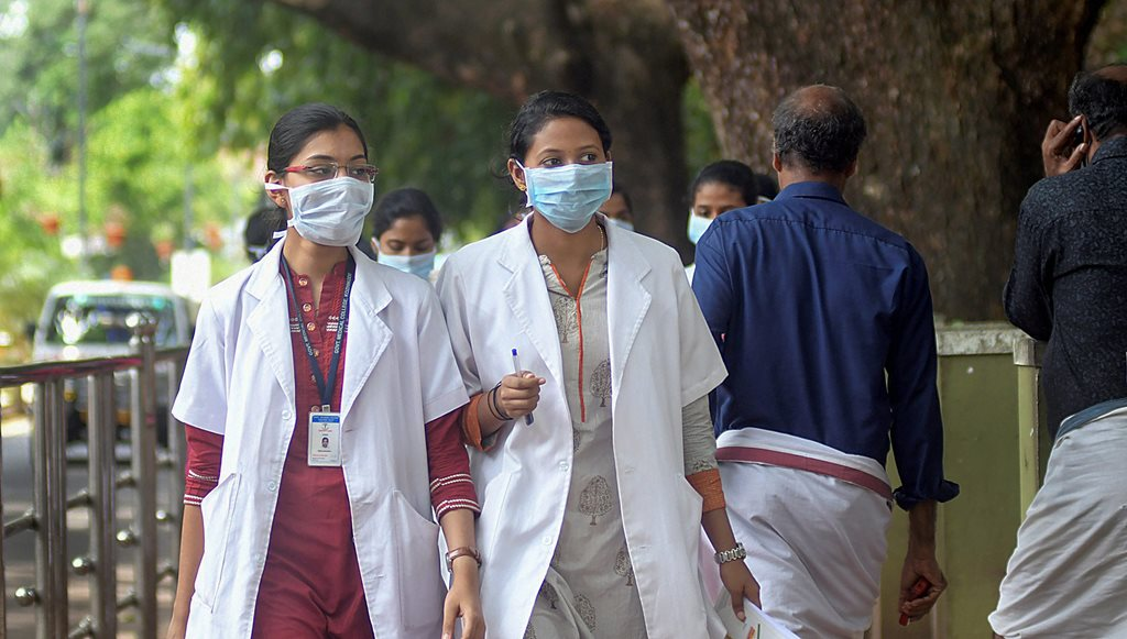 Kozhikode: Doctors wear safety masks as a precaution after the outbreak of 'Nipah' virus, at a hospital in Kozhikode, on Monday. (PTI Photo)(PTI5_21_2018_000161B)