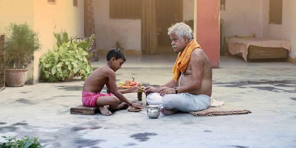 मसान फिल्म के एक दृश्य में संजय मिश्रा. (फोटो साभार: फेसबुक/मसान)