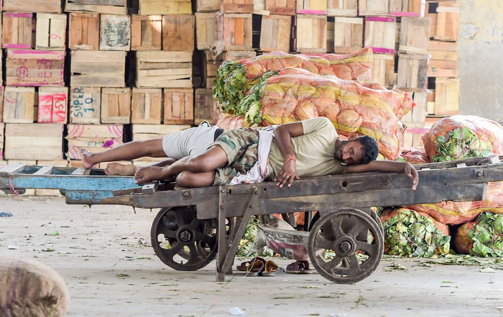New Delhi: A vegetable vendor sleeps on a cart at Azadpur Mandi as farmers' protest entered the fifth day, in New Delhi on Tuesday, June 05, 2018. (PTI Photo/Shahbaz Khan)(PTI6_5_2018_000098B)