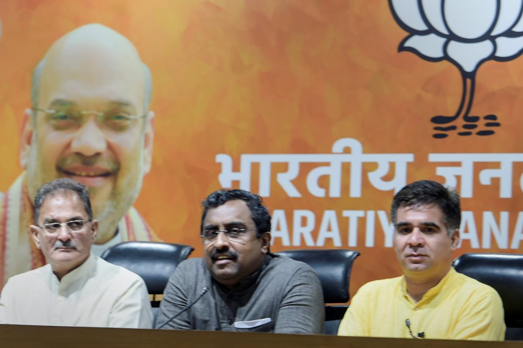 New Delhi: Bharatiya Janata Party (BJP) in-charge for Jammu and Kashmir Ram Madhav, flanked by the state Dy Chief Minister Kavinder Gupta and BJP state chief Ravinder Raina, addresses a press conference in New Delhi on Tuesday, June 19, 2018.The BJP has decided to pull out of the alliance government with Mehbooba Mufti-led People's Democratic Party in Jammu & Kashmir. (PTI Photo/Shahbaz) (PTI6_19_2018_000084B)