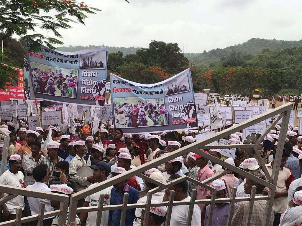 महाराष्ट्र के कई गांवों में विश्व की 'सबसे बड़ी रिफाइनरी परियोजना' का विरोध क्यों हो रहा है