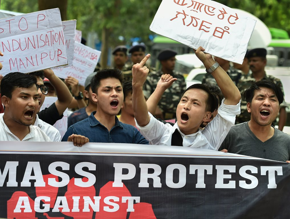 New Delhi: Manipur University Student's Union (MUSU) raise slogans demanding the removal of Vice Chancellor Adya Prasad Pandey, in New Delhi on Wednesday, July 18, 2018. (PTI Photo/Arun Sharma) (PTI7_18_2018_000150B)