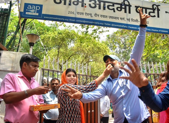 New Delhi: Aam Aadmi Party (AAP) workers celebrate the verdict of Supreme Court on the power tussle between the Delhi government and the Centre decision, outside Party office, in New Delhi on Wednesday, July 04, 2018.