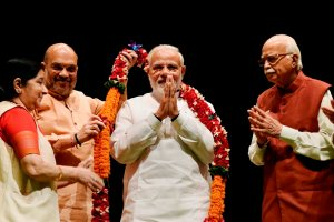 New Delhi: Prime Minister Narendra Modi being felicitated by Bharatiya Janata Party leaders L K Advani, Party President Amit Shah, Rajnath Singh and Sushma Swaraj during BJP Parliamentary Party meeting, in New Delhi on Tuesday, July 31, 2018. (PTI Photo/Atul Yadav)(PTI7_31_2018_000025B)