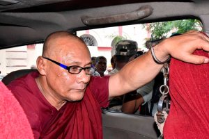 Gaya: Bangladeshi Buddhist monk Bhante Sangh Priya, accused of sexually abusing a minor girl, being taken to a court in Gaya on Thursday, Aug. 30, 2018. (PTI Photo)  (PTI8_30_2018_000151B)