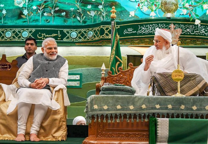 Indore: Prime Minister Narendra Modi with Syedna Mufaddal Saifuddin, the spiritual head of Dawoodi Bohra community, at the 'Ashura Mubarak' programme in Indore, Friday, Sep 14, 2018. (PIB Photo via PTI) (PTI9_14_2018_000102B)