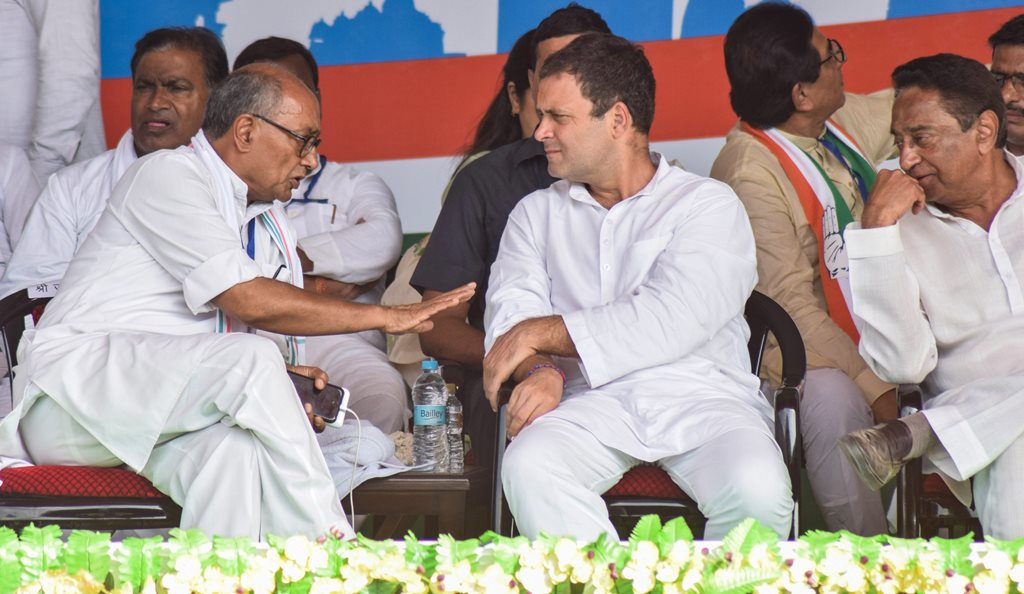 Satna: Congress President Rahul Gandhi (L) with senior leader Digvijay Singh and MPCC President Kamal Nath during a public meeting in Satna, Thursday, Sept 27, 2018. (PTI Photo)(PTI9_27_2018_000177B)