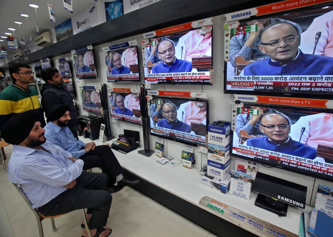 People watch television sets displaying India's Finance Minister Arun Jaitley presenting the budget in parliament, at an electronic shop in the northern Indian city of Chandigarh February 28, 2015. Jaitley on Saturday announced a budget aimed at high growth, saying the pace of cutting the fiscal deficit would slow as he seeks to boost investment and ensure that ordinary people benefit. REUTERS/Ajay Verma (INDIA - Tags: BUSINESS)