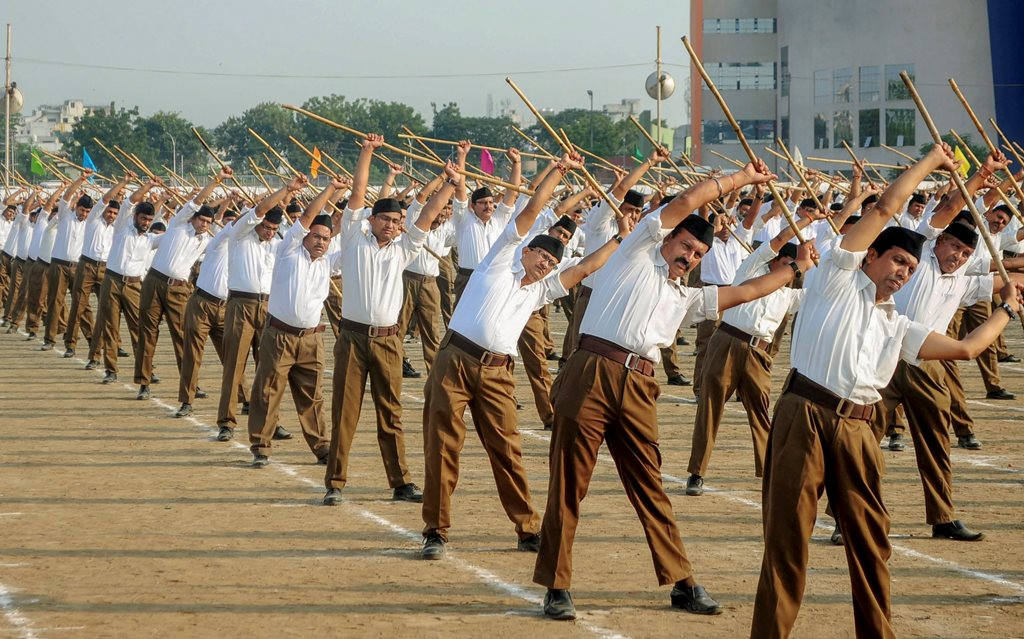 Nagpur: RSS workers take part in Vijay Dashmi Utsav in Nagpur, Maharashtra, Thursday, Oct 18, 2018. (PTI Photo) (PTI10_18_2018_000112B)