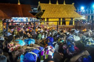 Sabarimala: Devotees arrive to pay obeisance at Lord Ayyappa Temple in Sabarimala, Thursday, October 18, 2018. (PTI Photo) (PTI10_18_2018_000031B)
