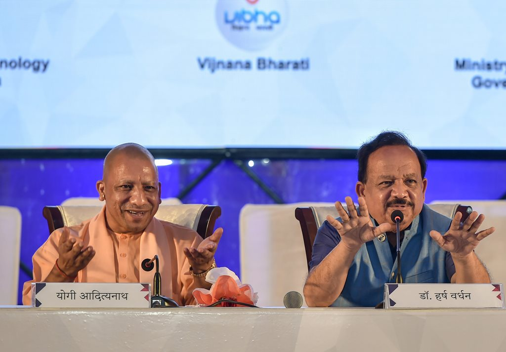 Lucknow: Union Science and Technology Minister Harsh Vardhan (R) and Uttar Pradesh Chief Minister Yogi Adityanath address a joint press conference, in Lucknow, Thursday, Oct 4, 2018. (PTI Photo/Nand Kumar) (PTI10_4_2018_000147B)