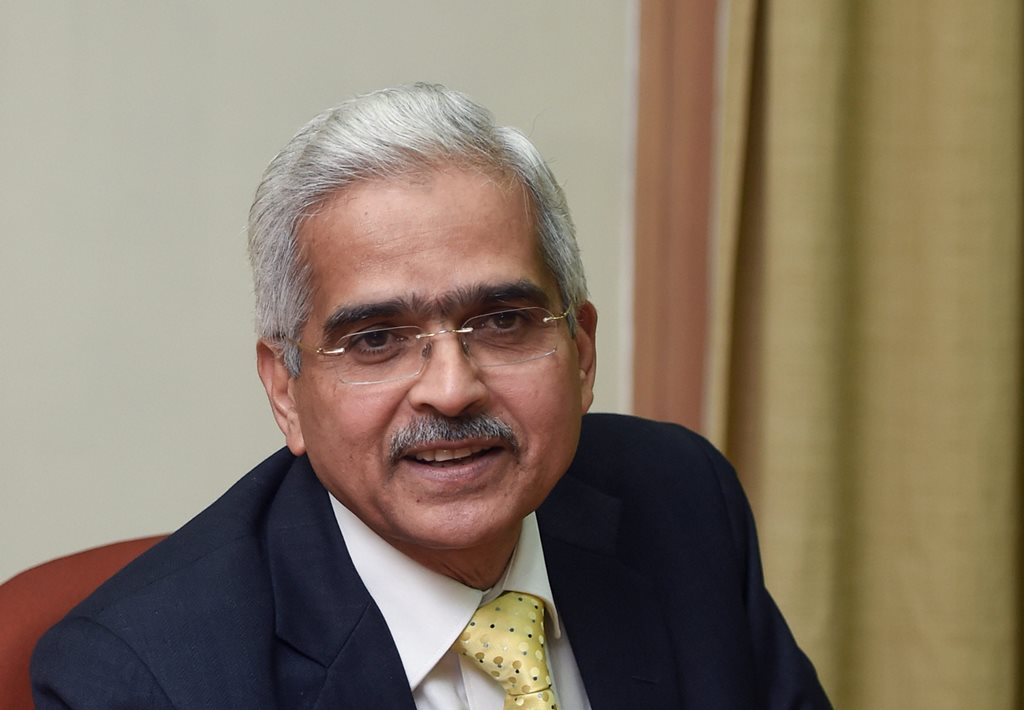Mumbai: Newly appointed Reserve Bank of India (RBI) governor Shaktikanta Das interacts with the media at the RBI headquarters in Mumbai, Wednesday, Dec. 12, 2018. (PTI Photo/Shashank Parade) (PTI12_12_2018_000178B)