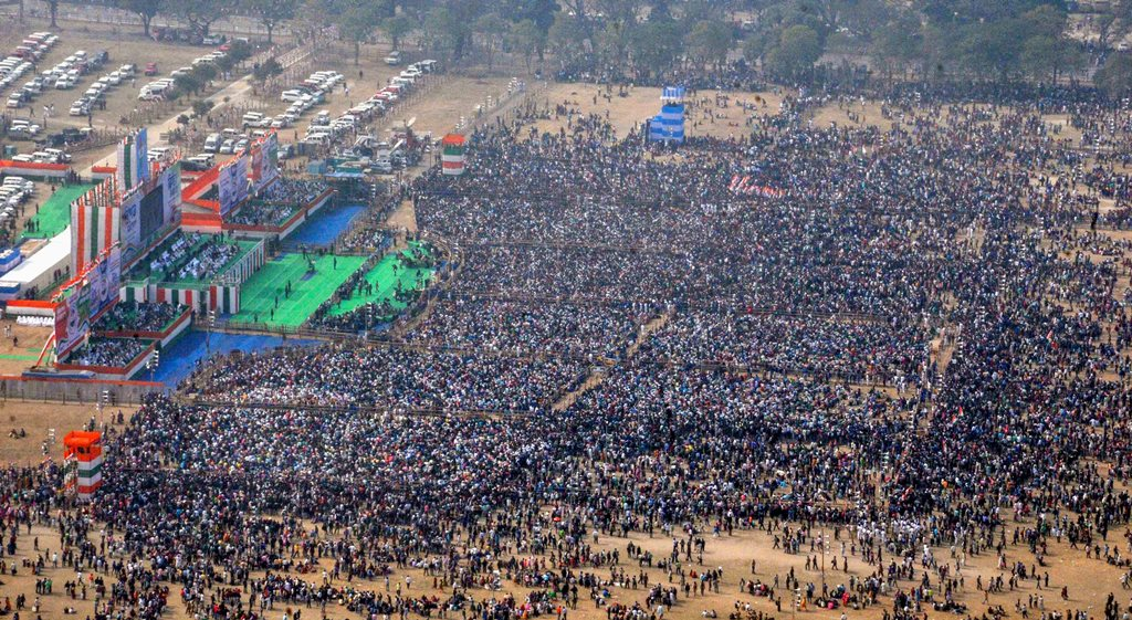 Kolkata: A view of the crowd at Trinamool Congress (TMC)'s mega rally in Kolkata, Saturday, Jan 19, 2019. (PTI Photo) (PTI1_19_2019_000091B)