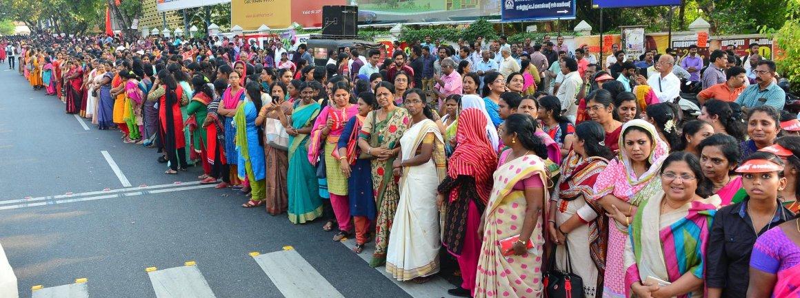 केरल में बीते दिनों महिलाओं द्वारा बनाई गई वीमन वॉल. (फोटो साभार: फेसबुक)