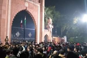 अलीगढ़ मुस्लिम विश्वविद्यालय. (फोटो साभार: ट्विटर/@SyedAzhars)