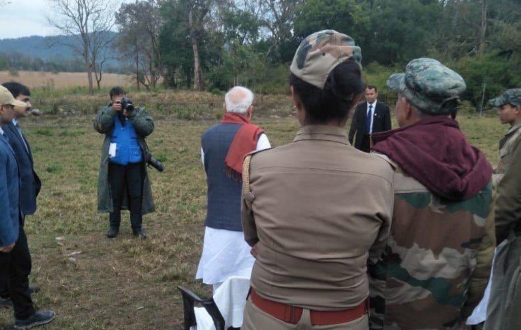 क्या पुलवामा आतंकी हमले की जानकारी होने के बाद भी फोटोशूट करा रहे थे प्रधानमंत्री मोदी?