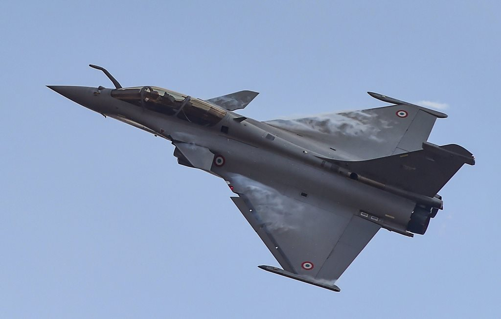 Bengaluru: A Rafale fighter aircraft rehearses for fly-past ahead of 12th edition of AERO India 2019 at Yelahanka airbase in Bengaluru, Friday, Feb 15, 2019. (PTI Photo/Shailendra Bhojak) (PTI2_15_2019_000136B)