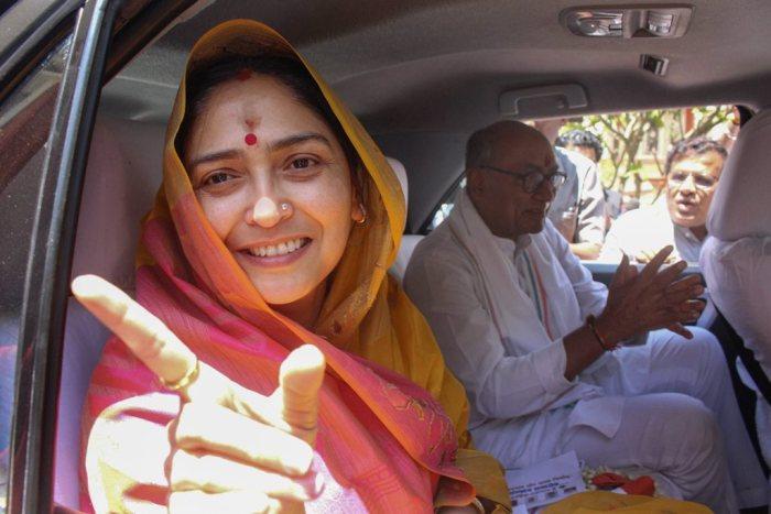 Bhopal: Congress candidate for Bhopal Lok Sabha seat Digvijay Singh and wife Amrita Singh leave after seeking blessings of Jagatguru Shankaracharya Swami Swaroopanand Saraswati at his ashram, before filing his nomination paper for LS elections, in Bhopal, Saturday, April 20, 2019. (PTI Photo) (PTI4_20_2019_000045B)