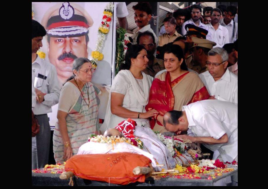 करकरे पर प्रज्ञा ठाकुर के बयान पर आईपीएस एसोसिएशन ने कहा- शहीदों के बलिदान का सम्मान होना चाहिए