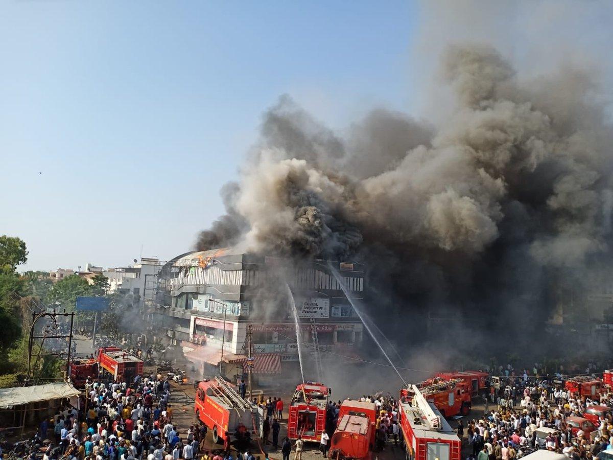 गुजरात: सूरत के एक कोचिंग सेंटर में आग लगने से 15 छात्रों समेत 19 की मौत