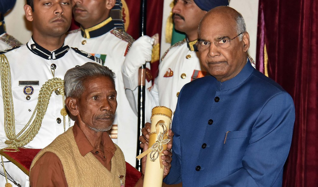 The President, Shri Ram Nath Kovind presenting the Padma Shri Award to Shri Daitari Naik, at the Civil Investiture Ceremony-II, at Rashtrapati Bhavan, in New Delhi on March 16, 2019.