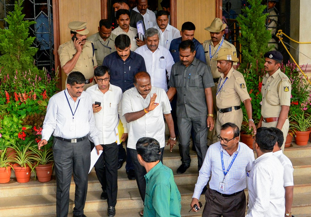 Bengaluru: Karnataka Chief Minister H D Kumaraswamy leaves Vidhana Soudha after meeting with Speaker KR Ramesh Kumar in his chamber, in Bengaluru, Wednesday, July 17, 2019. (PTI Photo) (PTI7_17_2019_000194B)