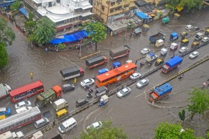Mumbai: Vehicals wade through water-logged street at King Circle after heavy rains in Mumbai on Saturday, June 09, 2018. (PTI Photo/Shashank Parade) (PTI6_9_2018_000063B)