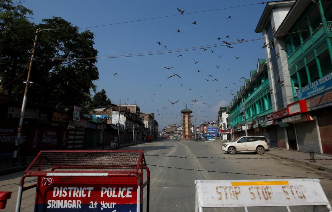 View of a deserted road during restrictions in Srinagar, August 5, 2019. REUTERS/Danish Ismail