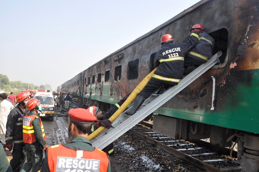 Liaquatpur: Rescue workers look for survivors following a train damaged by a fire in Liaquatpur, Pakistan, Thursday, Oct. 31, 2019. A massive fire engulfed three carriages of the train traveling in the country's eastern Punjab province AP/PTI(AP10_31_2019_000192B)