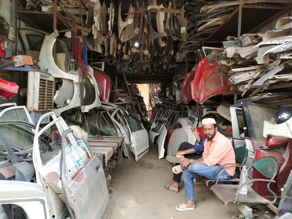 नई दिल्ली के मायापुरी स्थित ऑटो स्क्रैप की एक दुकान. (फोटो: हेमंत कुमार पांडेय)