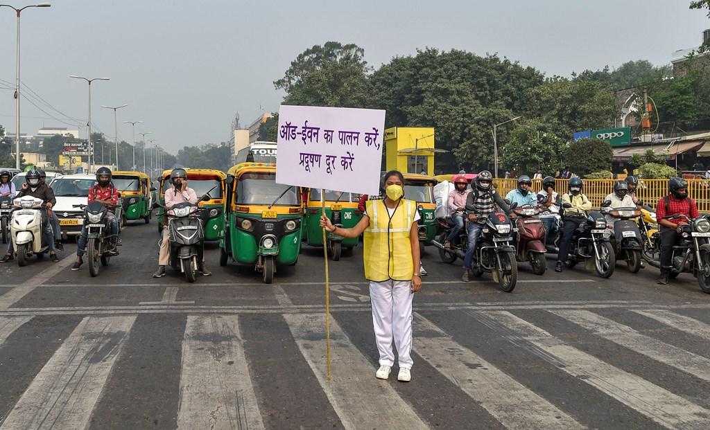 राजधानी नई दिल्ली में ऑड-ईवन योजना (फोटो: पीटीआई)