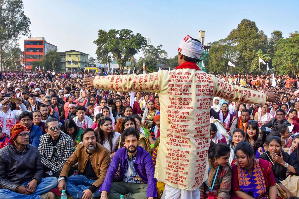 Sonitpur: Protestors carry an effigy during an anti-CAA demonstration against the Citizenship Amendment Act (CAA) in Sonitpur district, Wednesday, Dec. 25, 2019. (PTI Photo) (PTI12_25_2019_000153B)