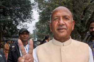 Jamshedpur: Independent candidate from East Jamshedpur seat Saryu Roy flashes the victory sign after he lead against his BJP rival and Chief Minister of Jharkhand Raghubar Das, in Jamshedpur, Monday, Dec. 23, 2019. Roy, a former minister in Das' government, contested the election as an independent candidate after the BJP denied poll ticket to the veteran leader. (PTI Photo) (PTI12_23_2019_000189A)(PTI12_23_2019_000199B)