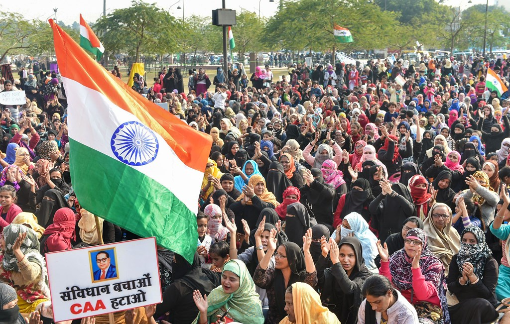Lucknow: Muslim women stage a protest against CAA and NRC near the Ghantaghar in the old city area of Lukcnow, Saturday, Jan. 25, 2020. (PTI Photo/Nand Kumar) (PTI1_25_2020_000145B)