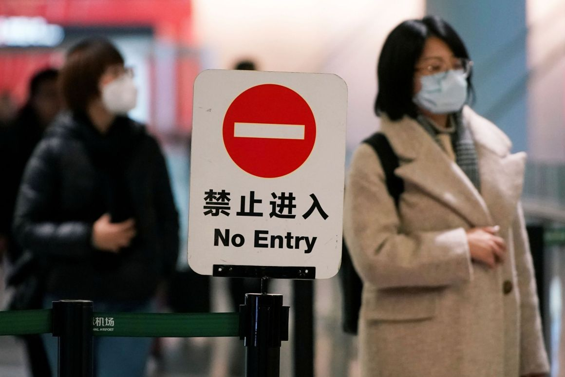 Passengers wearing masks are seen at Hongqiao International Airport in Shanghai, China January 20, 2020. REUTERS/Aly Song