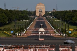 New Delhi: India Gate wears a deserted look during a nationwide lockdown in the wake of coronavirus pandemic, in New Delhi, Friday, April 3, 2020. (PTI Photo/Manvender Vashist)(PTI03-04-2020_000221B)