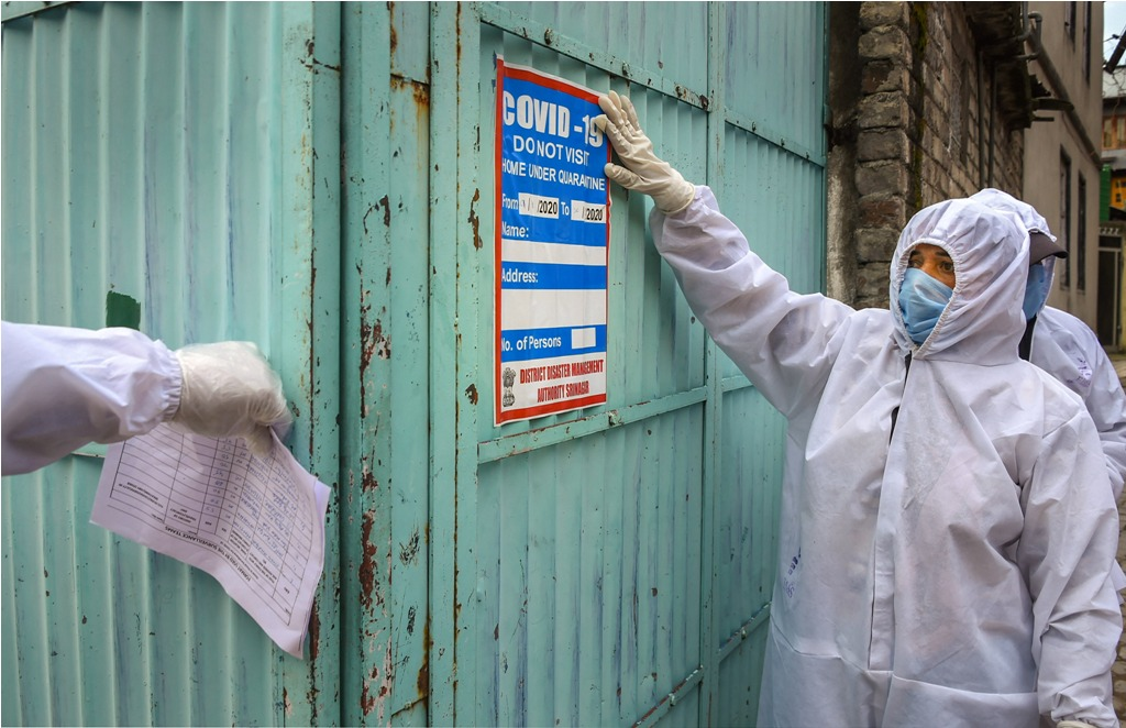 Srinagar: Health workers conduct door-to-door surveillance in a red zone area for COVID-19, amid the nationwide lockdown imposed to contain the spread of the novel coronavirus, in Srinagar, Thursday, April 9, 2020. (PTI Photo/S. Irfan) (PTI09-04-2020_000153B)