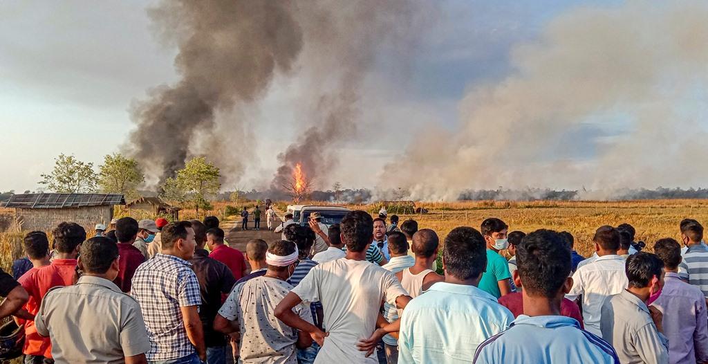 ऑयल इंडिया के कुएं में लगी आग. (फोटो: पीटीआई)