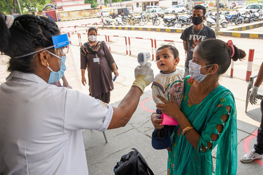 Jalandhar: Passengers undergo thermal screening at a railway station  before boarding a train, during the ongoing COVID-19 lockdown, in Jalandhar, Monday, June 1, 2020. (PTI Photo)(PTI01-06-2020_000357B)
