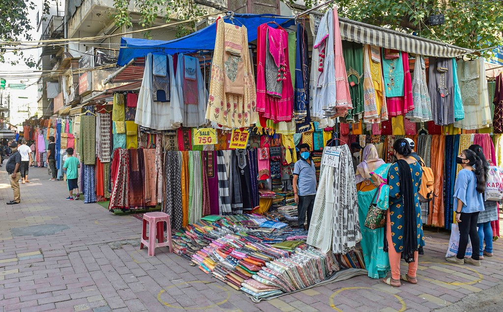 New Delhi: People buy clothes from a roadside garment shop at Lajpat Nagar Central Market after authorities eased restrictions, during the ongoing COVID-19 nationwide lockdown, in New Delhi, Tuesday, June 2, 2020. (PTI Photo/Manvender Vashist)(PTI02-06-2020_000237B)