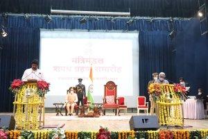 शपथ लेते गोविंद राजपूत. (फोटो साभार: ट्विटर/@ChouhanShivraj)