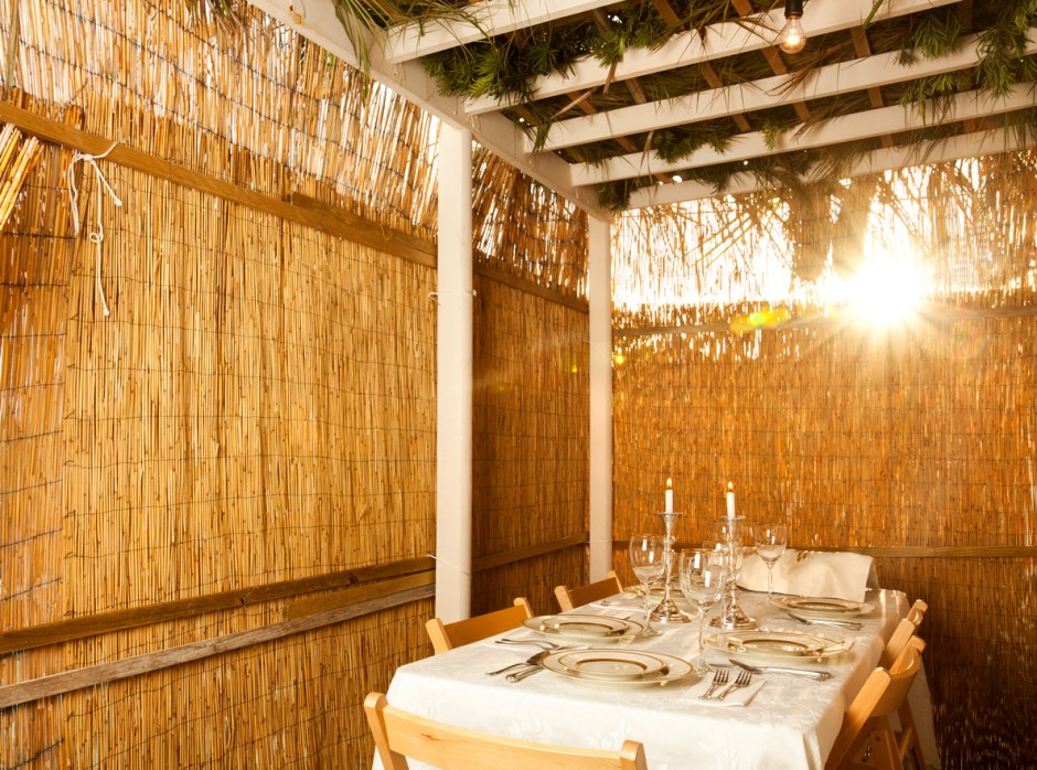 How To Host Sukkot Meals While Being COVID Safe