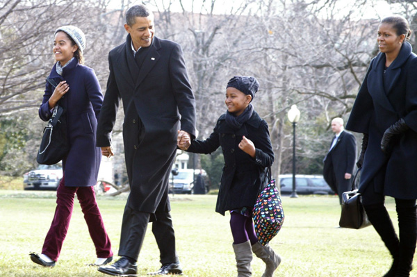 US President Barack Obama arrives by helicopter on the South Lawn of the White House with his daughters Malia (left) and Sasha (right) and Michelle Obama after returning from Hawaii where they spent Christmas vacation Washington, DC, USA - 04.01.10 Mandatory Credit : Carrie Devorah / WENN.com