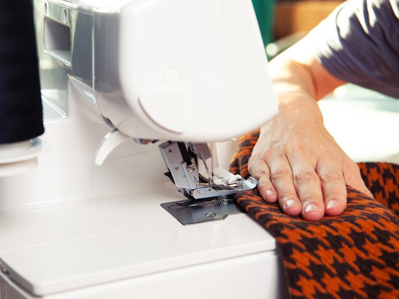 best-serger-with-coverstitch-buying-guide