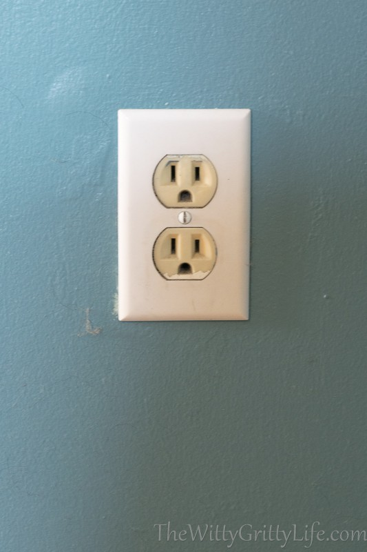 almond colored outlet with white outlet cover