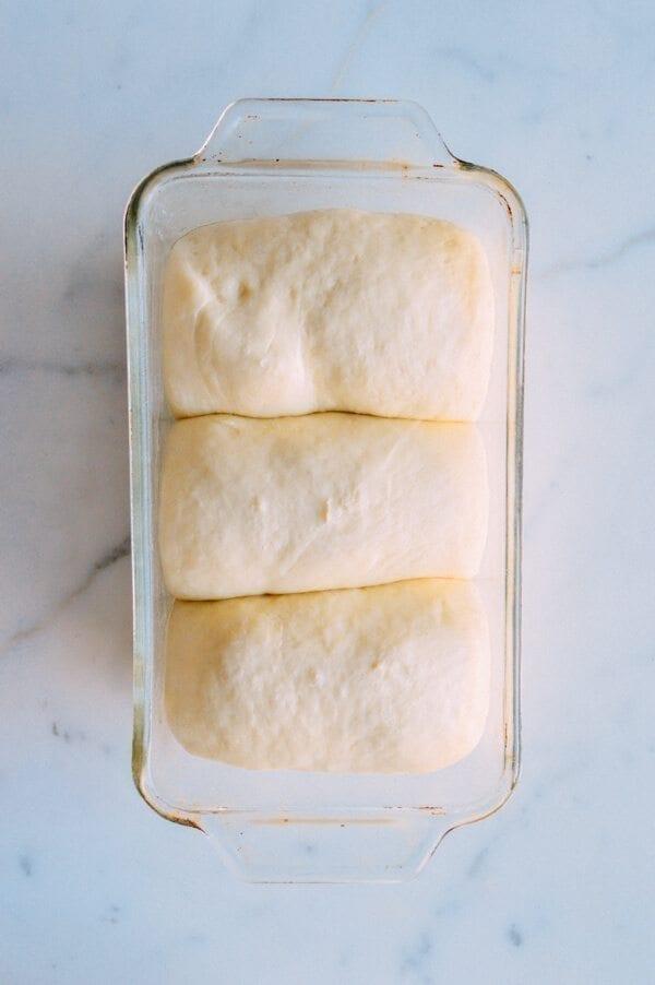 الحليب الخبز، من خلال thewoksoflife.com